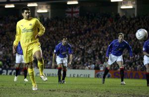 Foto Juan Roman Riquelme gol de penalti contra Glasgow Rangers