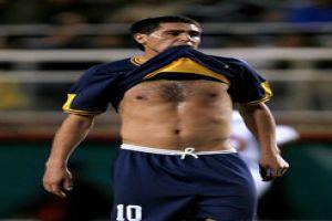 Foto Juan Roman Riquelme mordiedo la camiseta de Boca Juniors