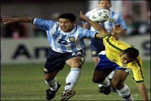 Foto Juan Roman Riquelme partido Argentina Brasil con Emerson