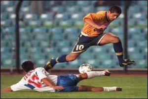 Foto Juan Roman Riquelme regate con Boca Juniors