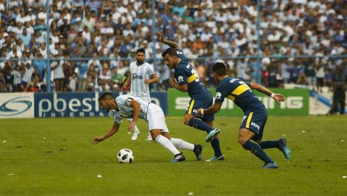 Boca consiguió en Tucumán un empate agónico que le sirve