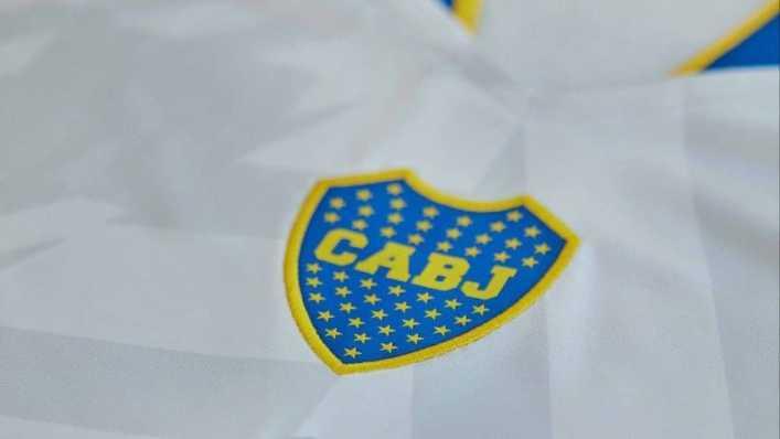 Boca Juniors presentó su flamante nueva camiseta alternativa bicolor