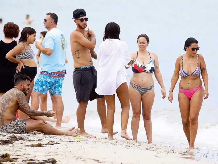 Carlos Tevez en Miami: playa y relax en familia
