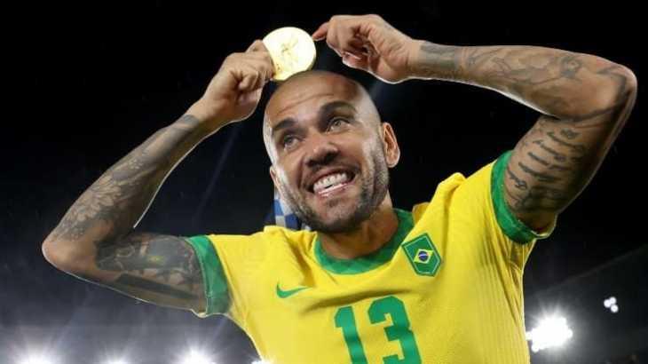 ¿Dani Alves se pone la camiseta de Boca? Todo es posible