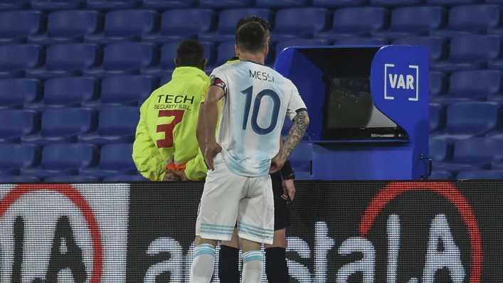 Darle el VAR a árbitros sudamericanos es como darle una navaja a un mono