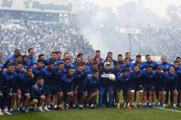 El fenómeno Maradona se toma al fútbol argentino
