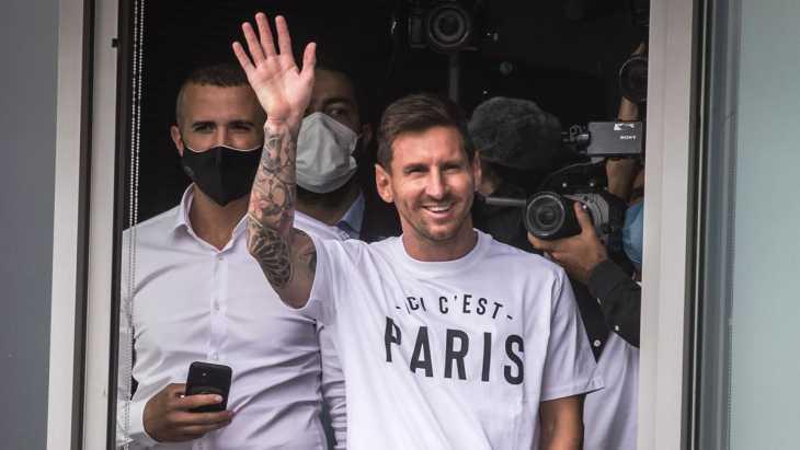 En pleno recibimiento a Messi, los ultras del PSG se acordaron de Boca y La Bombonera