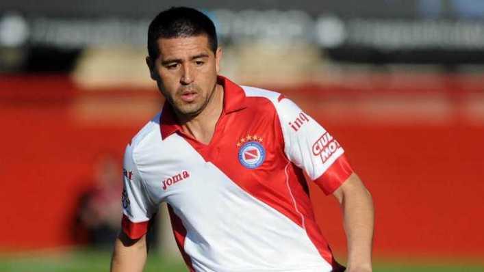 Riquelme es pretendido por un equipo de Primera y podría enfrentar a Boca en el verano