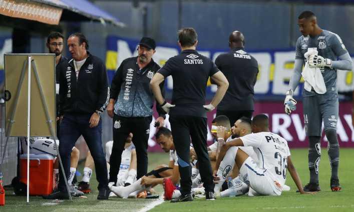 Escándalo: 2 jugadores de Santos infectados, ¿jugaron con coronavirus contra Boca?