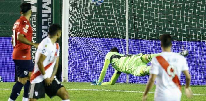Estallaron los memes en las redes por el blooper en el segundo gol encajado por Franco Armani