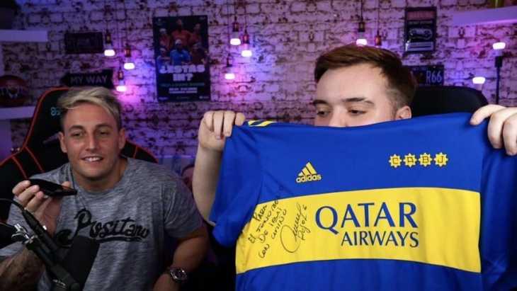 Ibai recibió la camiseta firmada de Marcos Rojo