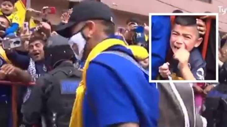 Insólito: Marcos Rojo le regala irresponsablemente su mascarilla a un hincha de Boca Juniors