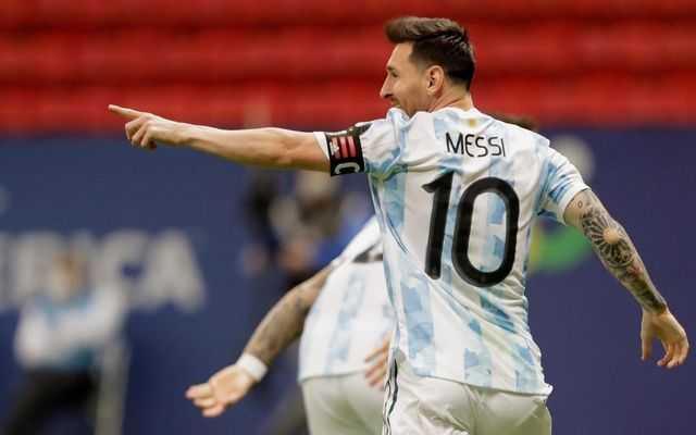 La bandera que apareció en La Bombonera para Messi