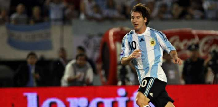 La casualidad a 10 años del estreno de Messi con la 10