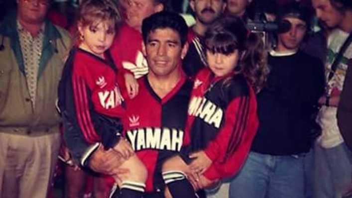 La historia detrás del festejo de Messi para Maradona: el día que lo vio jugar en vivo