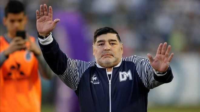 Maradona postula a Pochettino para dirigir al Boca Juniors