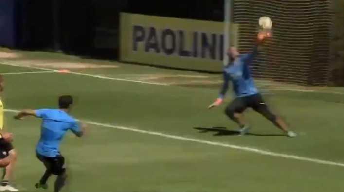 Marcos Díaz le atajó una pelota épica a Zárate en el entrenamiento