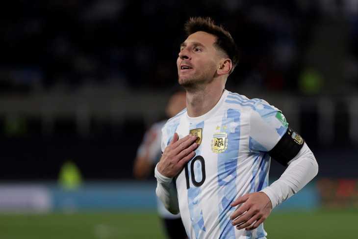 Messi supera a Pelé y se da un festín con Argentina