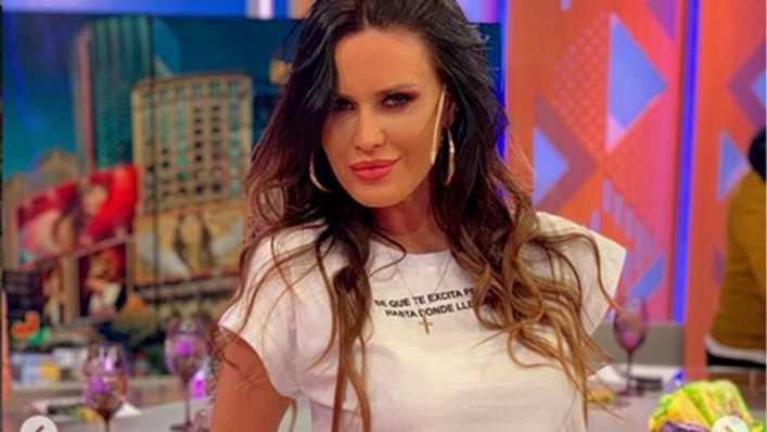 Natalie aprovechó el percance para lucir lo que trajo de Dubai