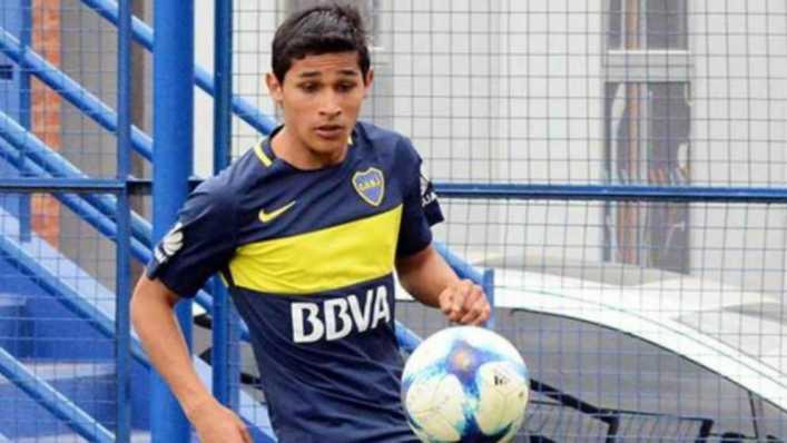 Obando podría ser titular en Boca, que ayer viajó rumbo a Colombia