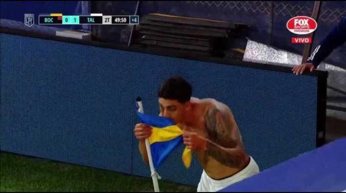 ¿Por qué besó Soñora el banderín rival, de Boca, tras su gol?
