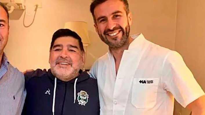 Revelan una historia clínica de Maradona que complica a los médicos sospechados de mala praxis