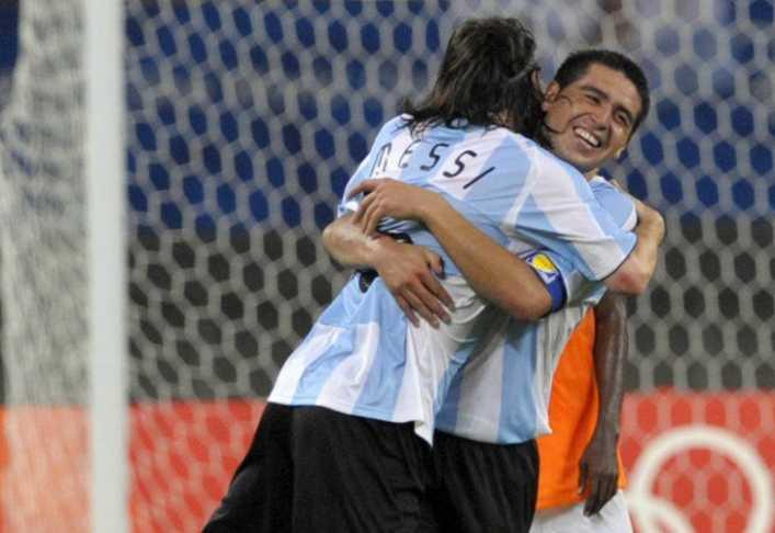 Riquelme ninguneó a Maradona y espera a Messi
