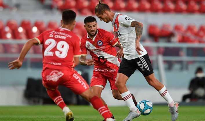 Riquelme quiere a un jugador de Argentinos Juniors para reforzar un puesto impensado en Boca