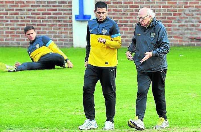 Riquelme se entrenó aparte pero jugará frente a Arsenal