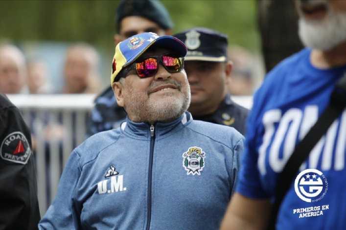 Se puso agresivo: El crudo relato del médico de Maradona sobre su estado de salud