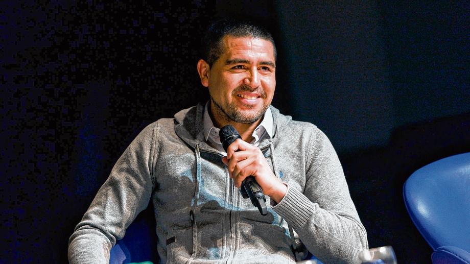 Sería muy lindo: la figura sudamericana que busca Riquelme se ofreció para jugar en Boca