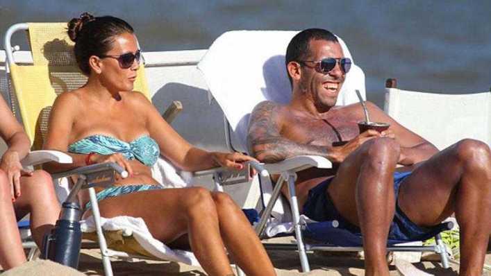 FOTOS: Sol, arena, mar, mates y mimos: las vacaciones de Carlos Tevez en Punta
