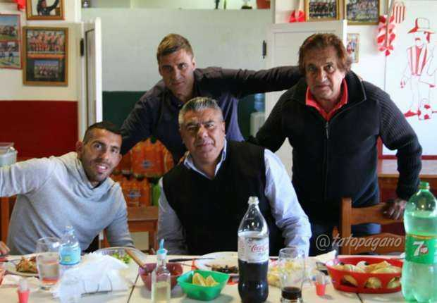 TEVEZ VISITO AL PLANTEL DE BARRACAS CENTRAL