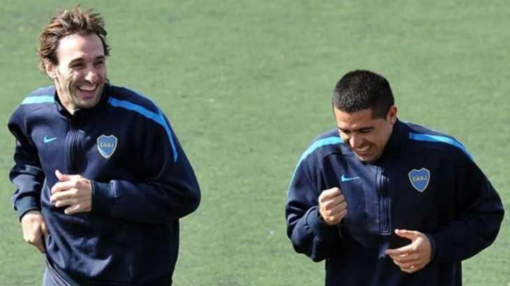 Traverso contó una increíble anécdota entre Riquelme y Schiavi en Boca: Román le tiró la pelota y le dijo eso